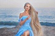 라푼젤처럼 '180㎝ 천연금발'…30년간 머리카락 안자른 여성