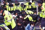 성주 사드기지 자재·물자 반입 강행…주민-경찰 또 충돌