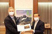 中 보란듯… 주일美대사, 42년만에 도쿄 대만공관 방문