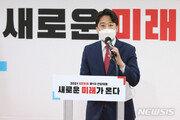 """""""韓 정당 역사상 가장 젊은 당수""""…외신도 이준석 당선에 놀랐다"""