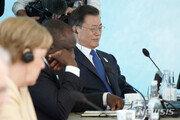 """G7 中견제 성명에 """"우린 초청국일 뿐"""" 굳이 덧붙인 靑[사설]"""