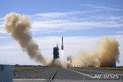中 우주비행사 3명 태운 '선저우12호' 발사 성공