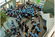 홍콩시민들, 反中 '핑궈일보' 살리기 나섰다…50만부 완판