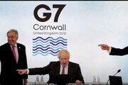 """""""방역 넘버원 누구"""" 문대통령 동시에 가리킨 G7 정상들 화제"""