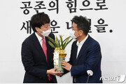 """文대통령-이준석, 다음주 대면할 듯…靑 """"대표들에 순방 성과 설명"""""""