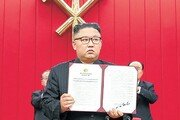 """김정은, 대화신호 보내며 """"대결 더 준비""""… 바이든에 공 넘겨"""