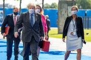 G7서 英 보리슨 총리가 착용한 마스크, 알고보니 'K-마스크'였다
