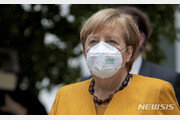 메르켈 독일 총리, 1차 AZ ·2차 모더나로 백신 교차접종