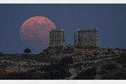 6월의 마지막 보름달…붉은 빛의 '스트로베리 문'