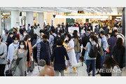 '이용객 북적' 제주공항…국제선도 국내선으로 이용