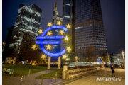 """유럽중앙은행, 기준금리 0% 동결…""""인플레 2% 목표 지지"""""""