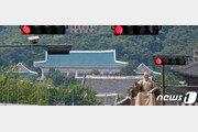 """靑, '댓글조작' 이틀째 침묵… 野 """"선거조작 사건, 文이 사과해야"""""""