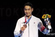 '돌아온 맏형' 김정환, 3회 연속 올림픽 메달…한국 펜싱 새 역사