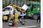 의왕서 레미콘 차량이 정차해있던 트럭 덮쳐…인부 4명 부상