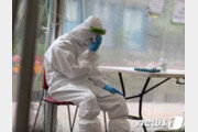 '하루 6시간 땀 샤워'…코로나19 의료진 폭염 속 사투