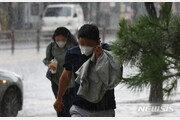 변수 많은 9호 태풍 '루핏', 남쪽 해상 영향…육지는?