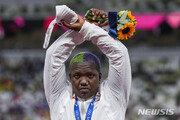 IOC, 시상대 'X자' 은메달리스트 조사 '중단'