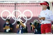 고진영, 올림픽 골프 2R서 6위…메달 보인다