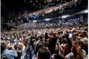 미국 브로드웨이 공연 재개… 열광하는 관객들[퇴근길 한 컷]