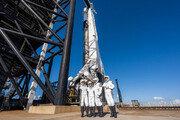 '스페이스X', 세계 첫 민간인만 태우고 우주여행…사흘간 지구궤도 돌아