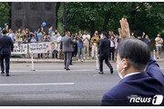 """""""함께 걷겠습니다"""" 뉴욕 교민들 환대…文대통령, 손인사로 화답"""