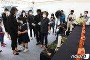광주 붕괴 참사 희생자 추모식…첫 명절 맞은 유족 '눈물바다'