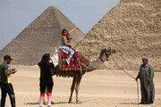 [퇴근길 한 컷] 피라미드 앞에서…이런 날 올까요?