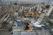 허공에 누운 듯… 브라질 상파울루 150m 높이 유리 전망대