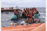 난민들 구조 직전, 절체절명의 순간 [퇴근길 한 컷]