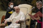 교황 할아버지, 모자 주세요![퇴근길 한 컷]
