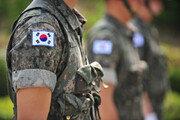 """""""이 XX가 미쳤나"""" 병사 얼굴에 소주 뿌린 중대장…軍 """"조사 중"""""""