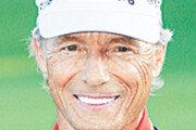 [스포츠 단신]64세 랑거, PGA 챔피언스투어 최고령 트로피