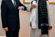 中왕이, 탈레반 과도정부 부총리와 회담…전폭 지원 약속