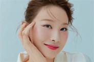 유인영, 미모도 헤어도 풍성…팔색조 매력 화보