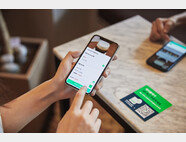 네이버의 '스마트 주문'은 매장 내 테이블에서 스마트폰으로 QR코드를 촬영해 주문 및 결제를 할 수 있는 비대면 주문 서비스다. [네이버]