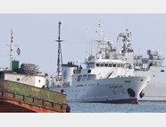 서해 북방한계선(NLL) 인근 해상에서 실종된 공무원이 승선했던 어업지도선 무궁화10호가 9월24일 오후 해양경찰의 조사를 위해 대연평도 인근 해상에 정박해 있다. [뉴스1]