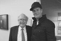 [DA:할리우드] 워렌 버핏-톰 브래디, 두 거장의 만남 '놀라워'