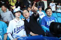 """유담 성희롱한 30대 男 불구속 입건...유승민 """"父로서 가슴 아파"""""""