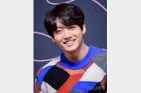 "[DA:이슈] 정국 열애설 ""법적대응""→타투이스트, 사실무근 선긋기 (종합)"