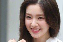 [DA:현장포토] 아이린, 아침 밝히는 미모→하트 발사 '심쿵'