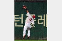 [포토] 호수비를 펼친 김강민!