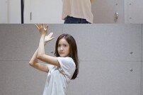 임윤아, '엑시트' 900만 돌파 공약 이행…'슈퍼히어로' 완곡 댄스