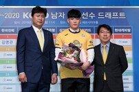 [포토] 한양대 홍상혁 '1라운드 2순위로 KB 행!'