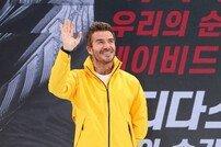 [포토] 데이비드 베컴 '2층 팬들도 안녕~'