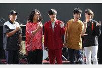 """[DA:현장] """"윤도현 산에 들어가""""…YB, 25주년에도 진화하는 국민밴드 (종합)"""