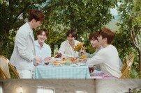 """'컴백' 뉴이스트, 'The Table' 단체 포토+영상 공개 """"한 편의 청춘영화"""""""