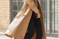 케이티 홈즈, 시크한 가을 여자 스타일 '평범한 일상' [포토화보]
