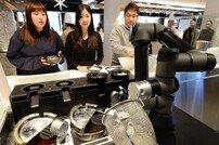 LG전자 클로이 셰프봇, 재료만 넣으면 끝…로봇이 국수요리 해드립니다