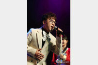 "[DA:현장] ""무명의 삶, 녹록치 않았다""…성국, 8년만 눈물의 정규 앨범 ft.한여름 (종합)"