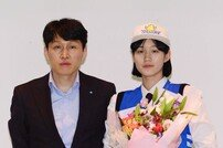 [포토] 위성우 감독-오승인 '우리은행으로'